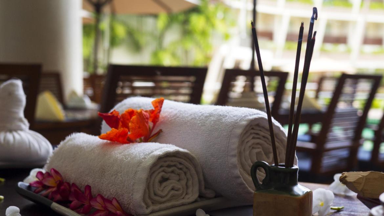Massage aux pochons thaï